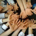 conte-activite-enfants-mains-terre